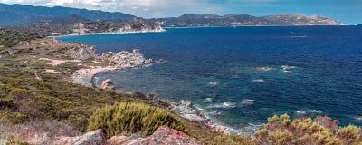 Ceja Carbonara y las playas magníficas en de Villasimius foto de archivo libre de regalías