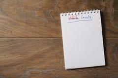 2018 celów lista na notepad na drewnianym tle Zdjęcia Royalty Free