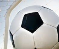Cel! Futbol z tyłu sieci! Obrazy Stock