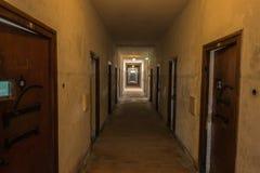 Celdas de prisión, campo de concentración de Dachau y sitio conmemorativo Imágenes de archivo libres de regalías
