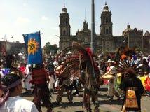 Celebração étnica da dança no quadrado de Zocalo em Cidade do México Fotografia de Stock