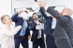 Celebração da equipe do negócio com entusiasmo fotos de stock royalty free