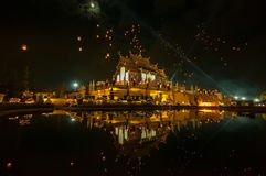 Celebração de flutuação da lanterna Ho no luang de kham Fotos de Stock