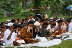 Celebração de Melasti em Indonésia Foto de Stock