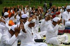 Celebração de Melasti em Indonésia Fotos de Stock
