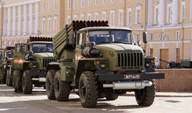 Celebração de Victory Day: BM-21 o ` do graduado do ` Lançador de foguete múltiplo Foto de Stock