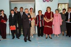 A celebração do último sino em uma escola rural na região de Kaluga em Rússia Fotografia de Stock