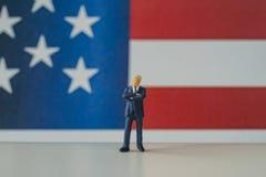 Celebração do Dia da Independência com o homem de negócios americano diminuto Foto de Stock Royalty Free