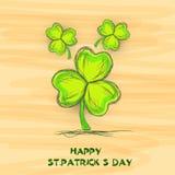 Celebração do dia de St Patrick feliz com folhas do trevo Fotografia de Stock Royalty Free