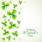 Celebração do dia de St Patrick feliz com folhas do trevo Fotografia de Stock