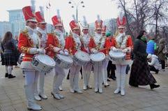 Celebração do dia do ` s de St Patrick em Moscou Faixa dos bateristas das mulheres Foto de Stock Royalty Free