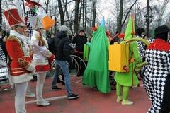 Celebração do dia do ` s de St Patrick em Moscou Faixa dos bateristas das mulheres Imagens de Stock Royalty Free