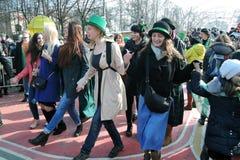 Celebração do dia do ` s de St Patrick em Moscou Danças do irlandês da dança dos povos imagem de stock royalty free