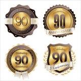 Celebração dos anos dos crachás do aniversário do ouro e do Brown 90th Imagens de Stock Royalty Free