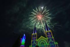 Celebração dos fogos-de-artifício com Feliz Natal Foto de Stock Royalty Free