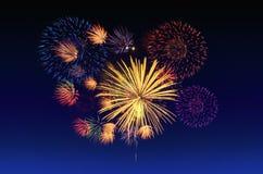 Celebração dos fogos-de-artifício e o fundo crepuscular do céu Imagem de Stock