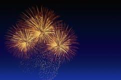 Celebração dos fogos-de-artifício e o fundo crepuscular do céu Fotos de Stock