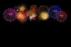 Celebração dos fogos-de-artifício e o fundo do céu noturno Imagens de Stock
