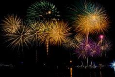 Celebração dos fogos-de-artifício na noite no espaço do ano novo e da cópia - Abs Foto de Stock