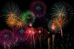 Celebração dos fogos-de-artifício na noite no espaço do ano novo e da cópia - Abs Fotografia de Stock