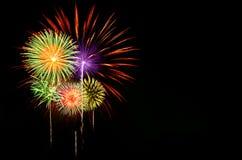 Celebração dos fogos-de-artifício no fundo escuro Fotografia de Stock Royalty Free