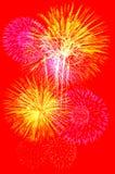 Celebração dos fogos-de-artifício no fundo vermelho Fotografia de Stock Royalty Free