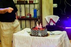 Celebração o aniversário de 50 anos de bolo do restaurante Foto de Stock Royalty Free