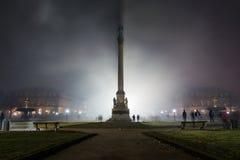 Celebração Omin do ano novo do fumo de Schlossplatz dos fogos-de-artifício de Estugarda Fotos de Stock Royalty Free
