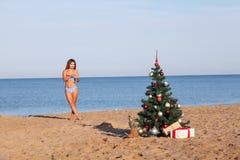 Celebrações do ano novo em um recurso com um cocktail na praia Fotografia de Stock