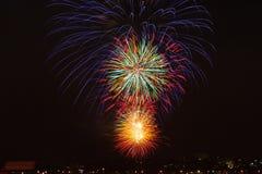 Celebrações dos fogos-de-artifício para a véspera de anos novos Imagens de Stock