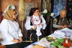 Celebra??o popular tradicional com alimento, dan?a, pontos populares no condado de Campia do condado de Salaj, Rom?nia o 29 de ma imagens de stock royalty free