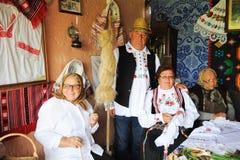 Celebra??o popular tradicional com alimento, dan?a, pontos populares no condado de Campia do condado de Salaj, Rom?nia o 29 de ma imagem de stock