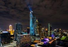 Celebración colorida de los Años Nuevos del fuego artificial en el paisaje urbano de Bangkok Imagen de archivo