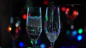 Celebración con dos vidrios del champán que tintinean Cierre para arriba almacen de video