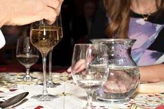 Celebración con el vidrio de la tostada de vino Imágenes de archivo libres de regalías