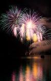 Celebración con la demostración de los fuegos artificiales Imagenes de archivo