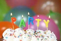 Celebración con las velas y la torta de los globos Fotos de archivo