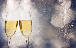 Celebración de Año Nuevo con champán y fuegos artificiales Foto de archivo