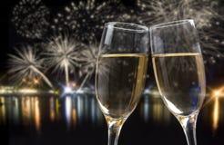 Celebración de Año Nuevo con champán y fuegos artificiales Fotos de archivo