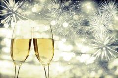 Celebración de Año Nuevo con champán y fuegos artificiales Imagen de archivo