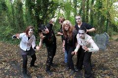 Celebración de Halloween con los espíritus necrófagos que vagan por para asustar a los visitantes, castillo de Bunratty, condado  Imagenes de archivo
