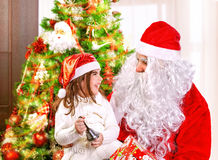 Celebración de la feliz Navidad Imagen de archivo libre de regalías