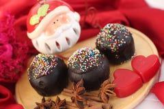 Celebración de la Navidad con el chocolate oscuro Foto de archivo libre de regalías