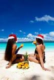 Celebración de la Navidad en la playa tropical Fotos de archivo libres de regalías