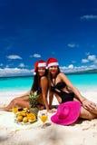 Celebración de la Navidad en la playa tropical Foto de archivo