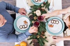 Celebración de la Navidad en la tabla Imagen de archivo libre de regalías