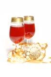 Celebración de la Navidad - vidrios con el vino Imágenes de archivo libres de regalías
