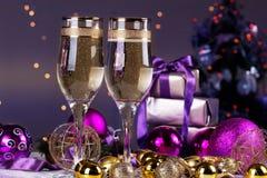 Celebración de la Navidad y del Año Nuevo con champán Fotografía de archivo