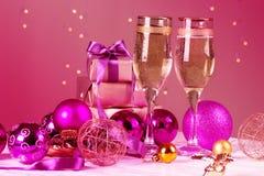 Celebración de la Navidad y del Año Nuevo con champán Imagen de archivo