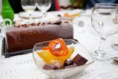 Celebración de la tabla del ` s del Año Nuevo de Cristmas, postre dulce Fotografía de archivo libre de regalías